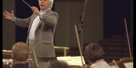 O compositor Elmer Bernstein, uma grande legenda de Hollywood no campo das trilhas sonoras.