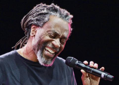 BOBBY MCFERRIN CANTA 'DON'T WORRY, BE HAPPY'